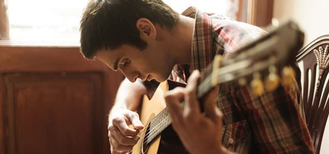 recovery-shutter145132324-young-man-playing-guitar